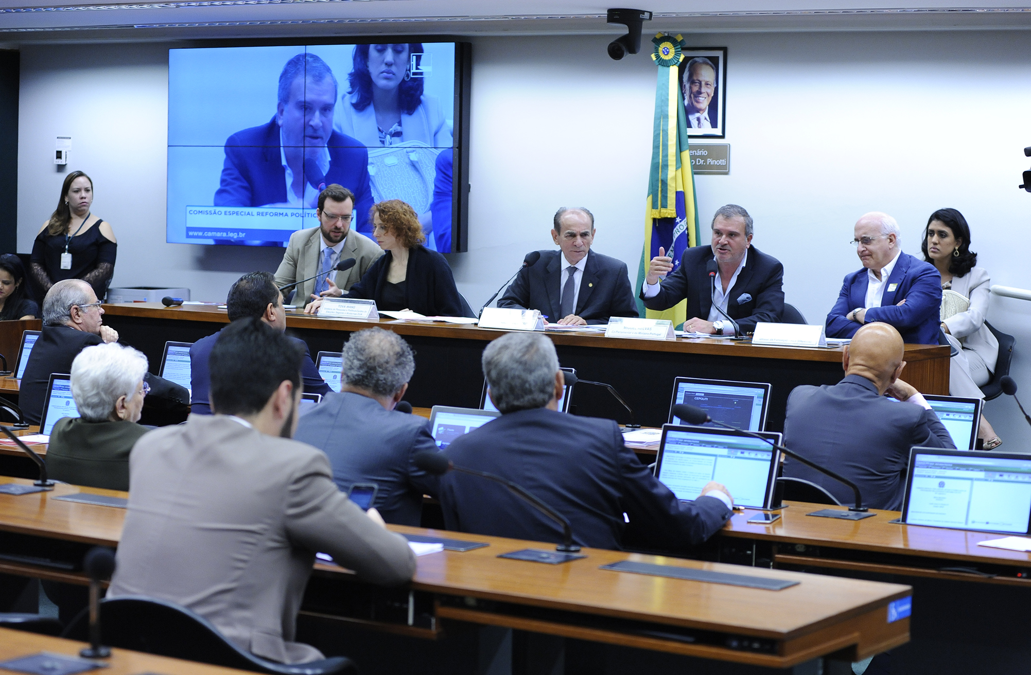 Comissão Especial para análise, estudo e formulação de proposições relacionadas à Reforma Política - Mesa Redonda