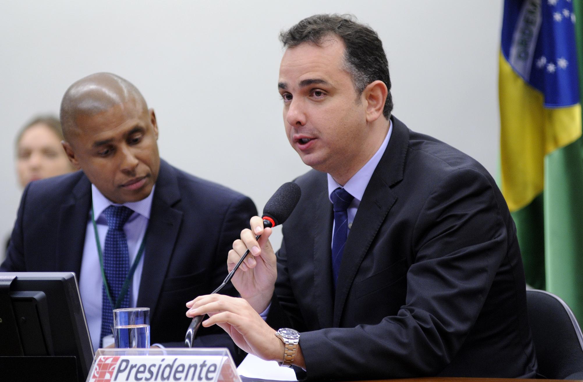 Reunião de instalação da comissão e eleição do novo presidente. Presidente eleito, dep. Rodrigo Pacheco (PMDB-MG)