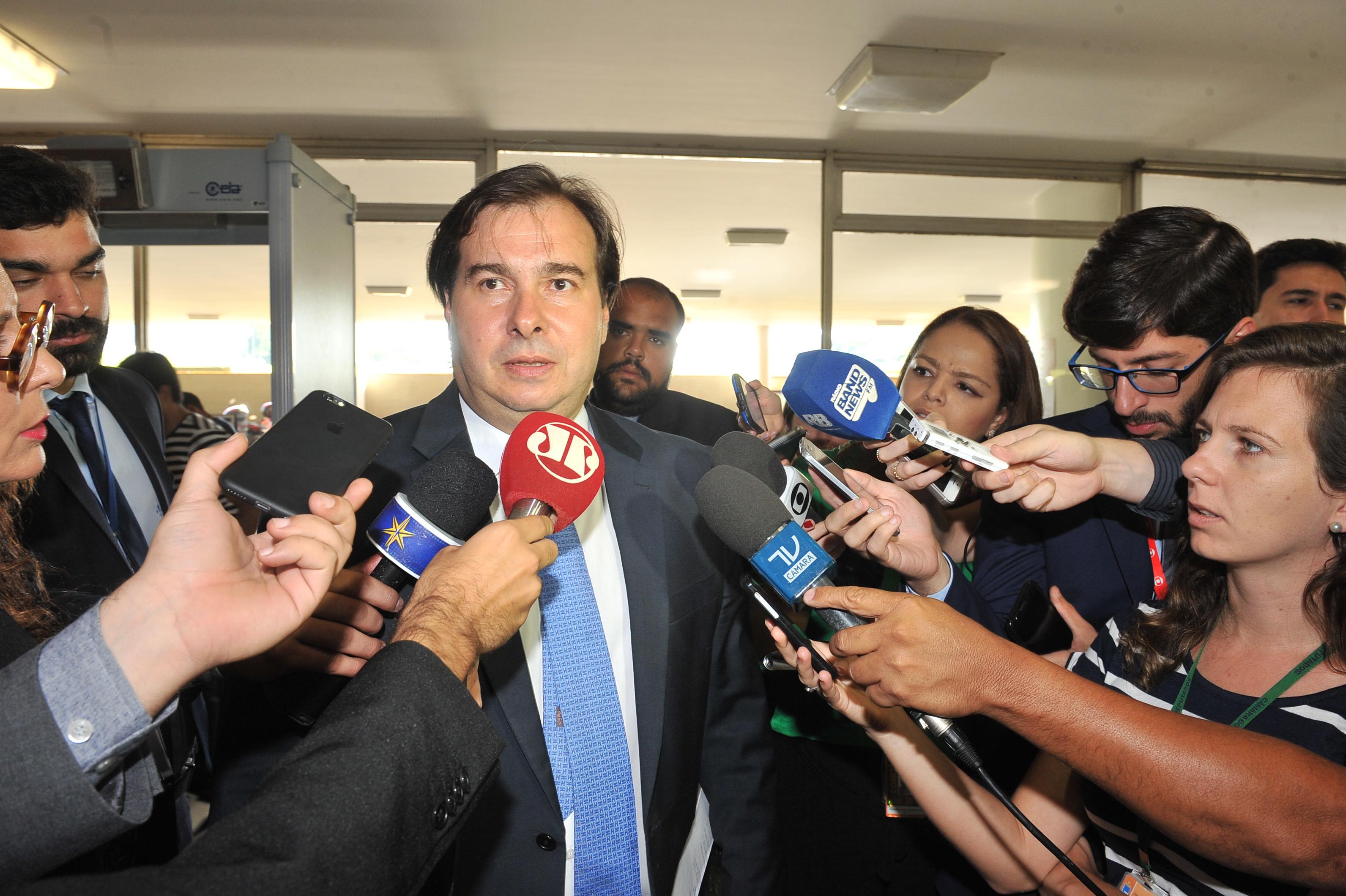 Presidente da Câmara dos Deputados Rodrigo Maia concede entrevista.