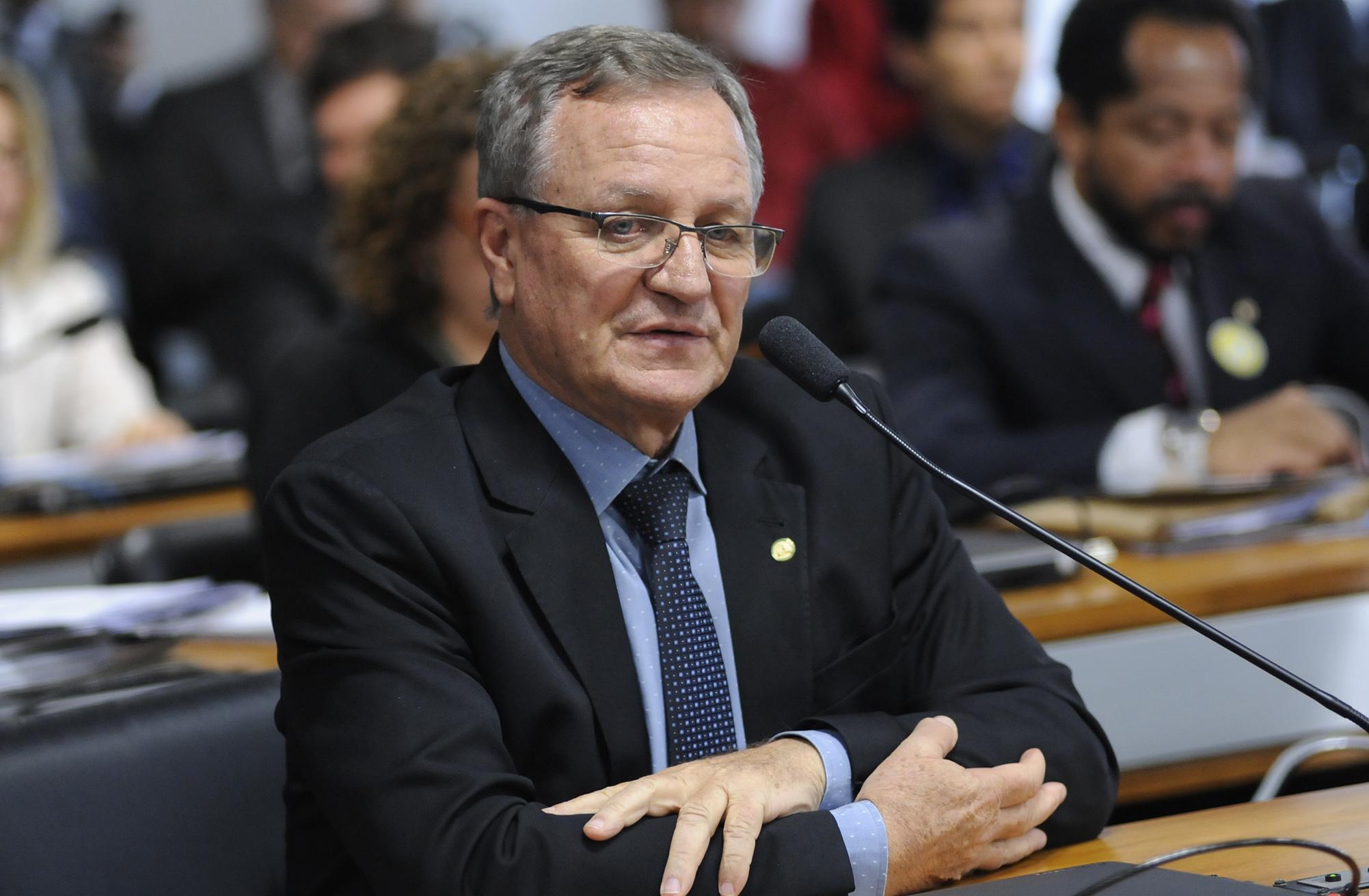 Audiência pública da Comissão Mista sobre a MP 759/16, que dispõe sobre a regularização fundiária no âmbito da Amazônia Legal. Dep. Valdir Colatto (PMDB-RS)