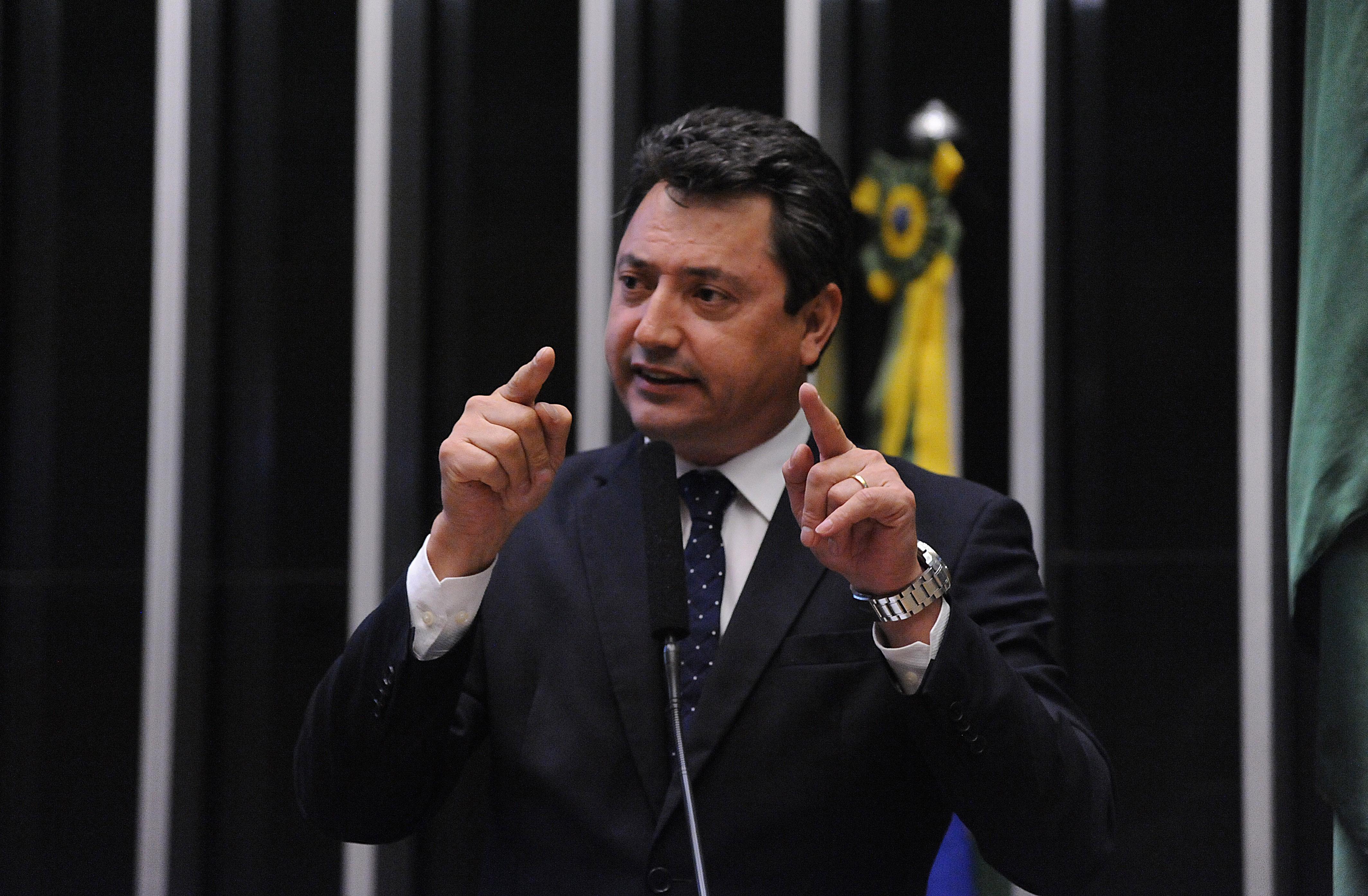 Ordem do dia para análise, discussão e votação de diversos projetos. Dep. Sergio Souza (PMDB-PR)