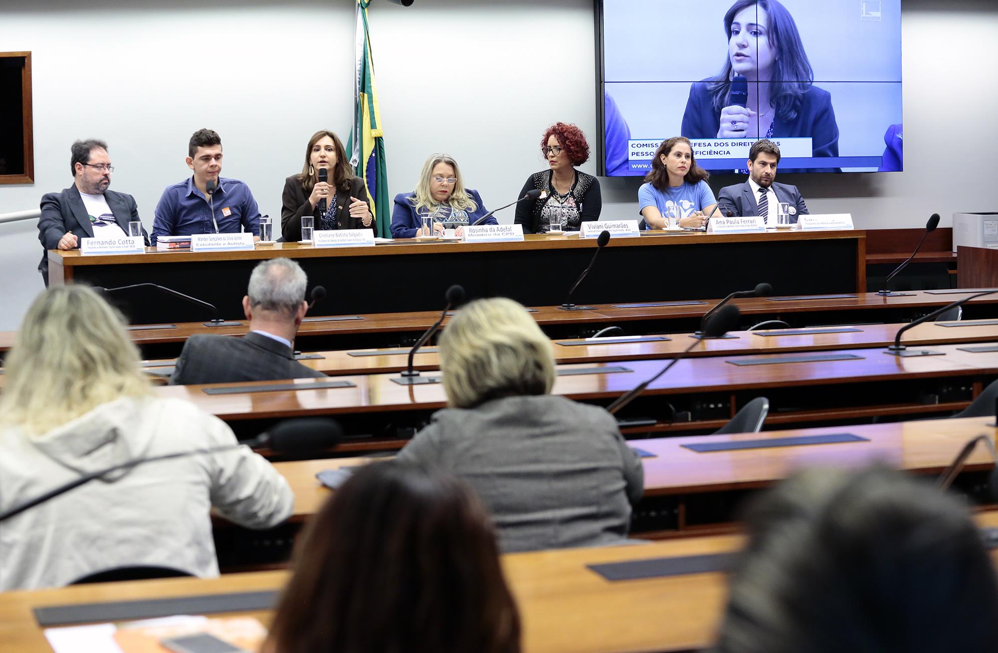 Audiência pública sobre os desafios na escola e no trabalho para o autista