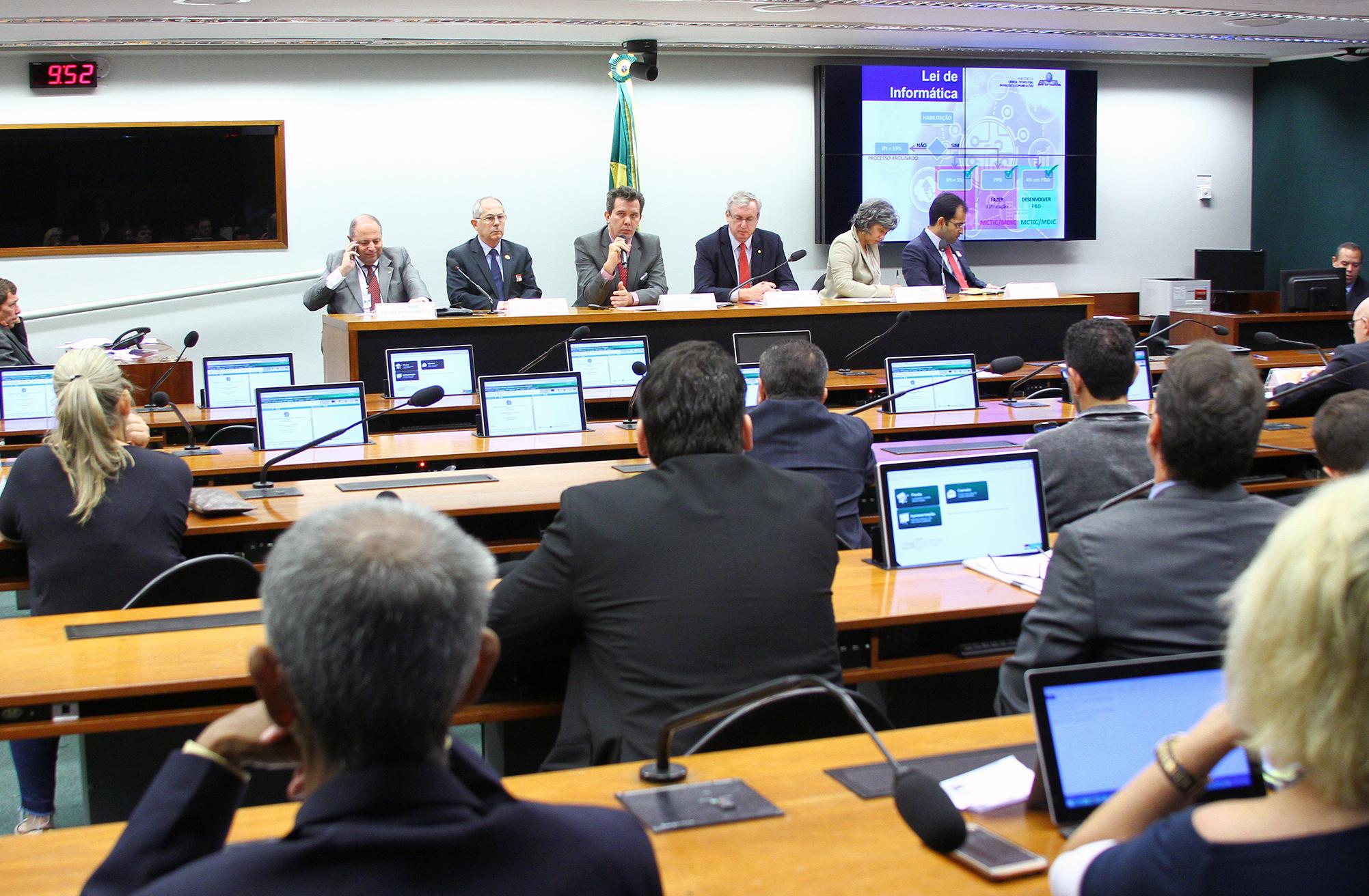 Audiência pública sobre o contencioso entre a Organização Mundial do Comércio (OMC) e o Brasil sobre a política industrial do país, incluindo a Lei de Informática