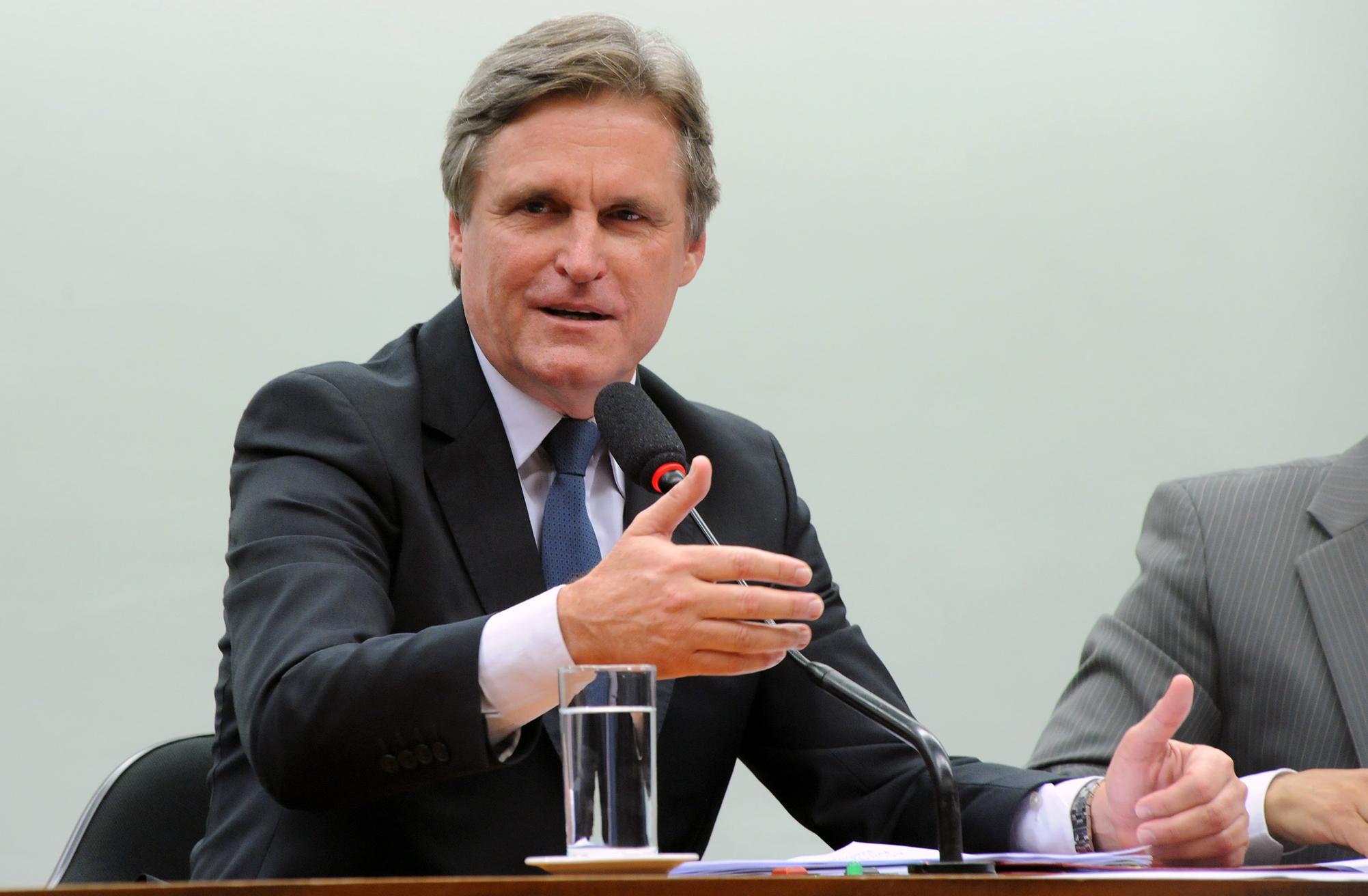 Eleição para presidente e vice-presidente da comissão. Presidente eleito sen. Dário Berger