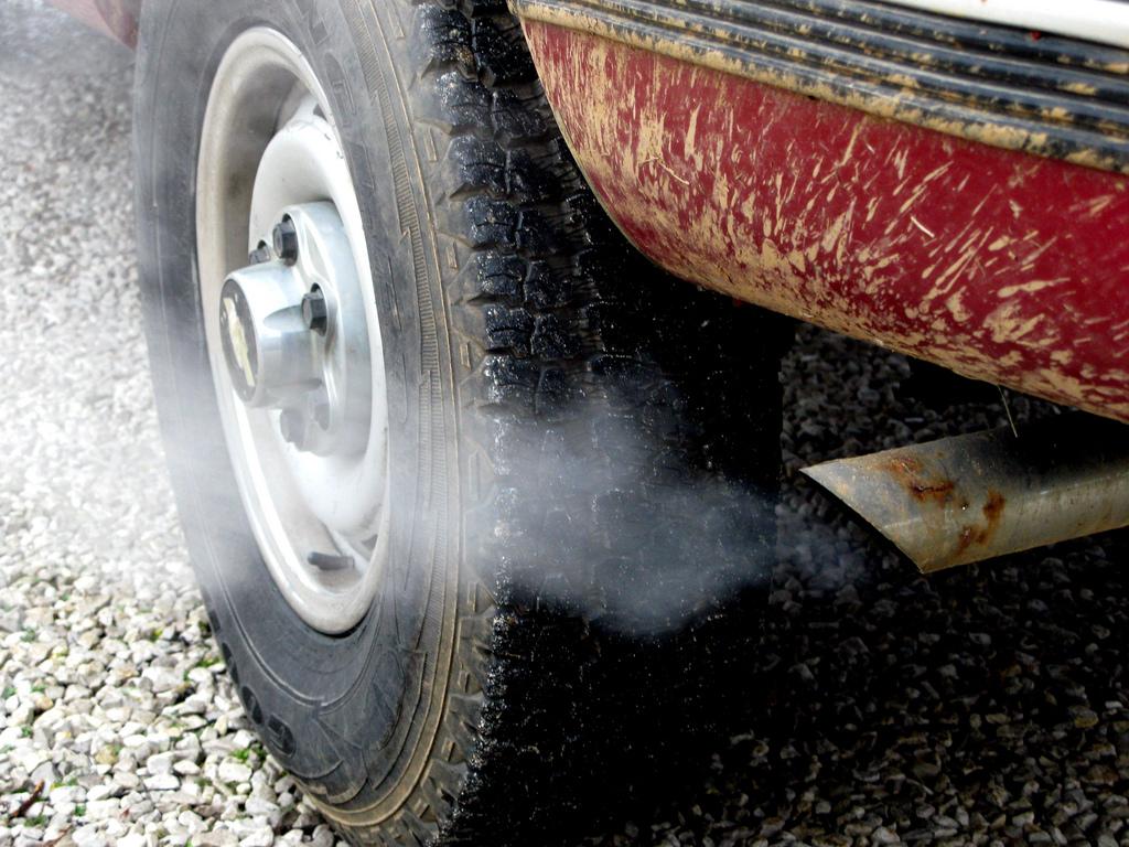 Meio Ambiente - geral - poluição escapamento carro gás carbônico aquecimento global diesel combustíveis fósseis