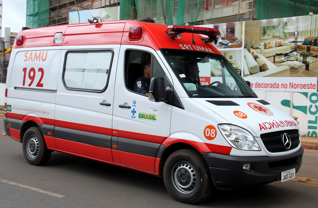 Saúde - ambulância - salvamento urgências médicas atendimentos emergência