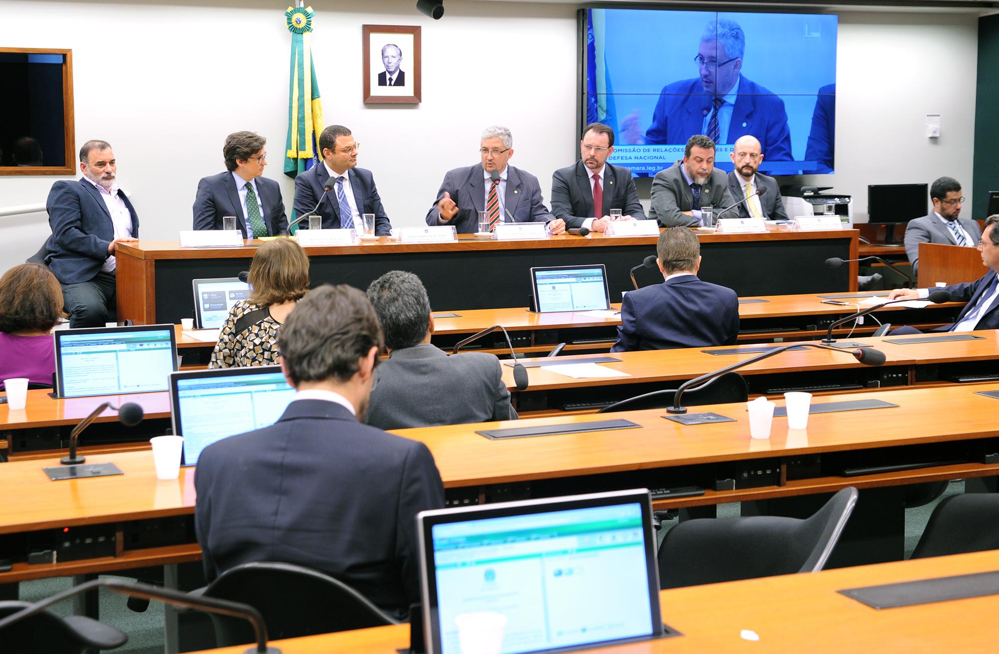 Audiência pública sobre os acordos bilaterais e/ou multilaterais já firmados pelo Brasil ou em fase de negociação, bem como aqueles necessários, porém não firmados, no que tange, especialmente, ao estabelecimento de um fluxo de informações de inteligência entre as polícias do Brasil e dos países com os quais faz fronteira