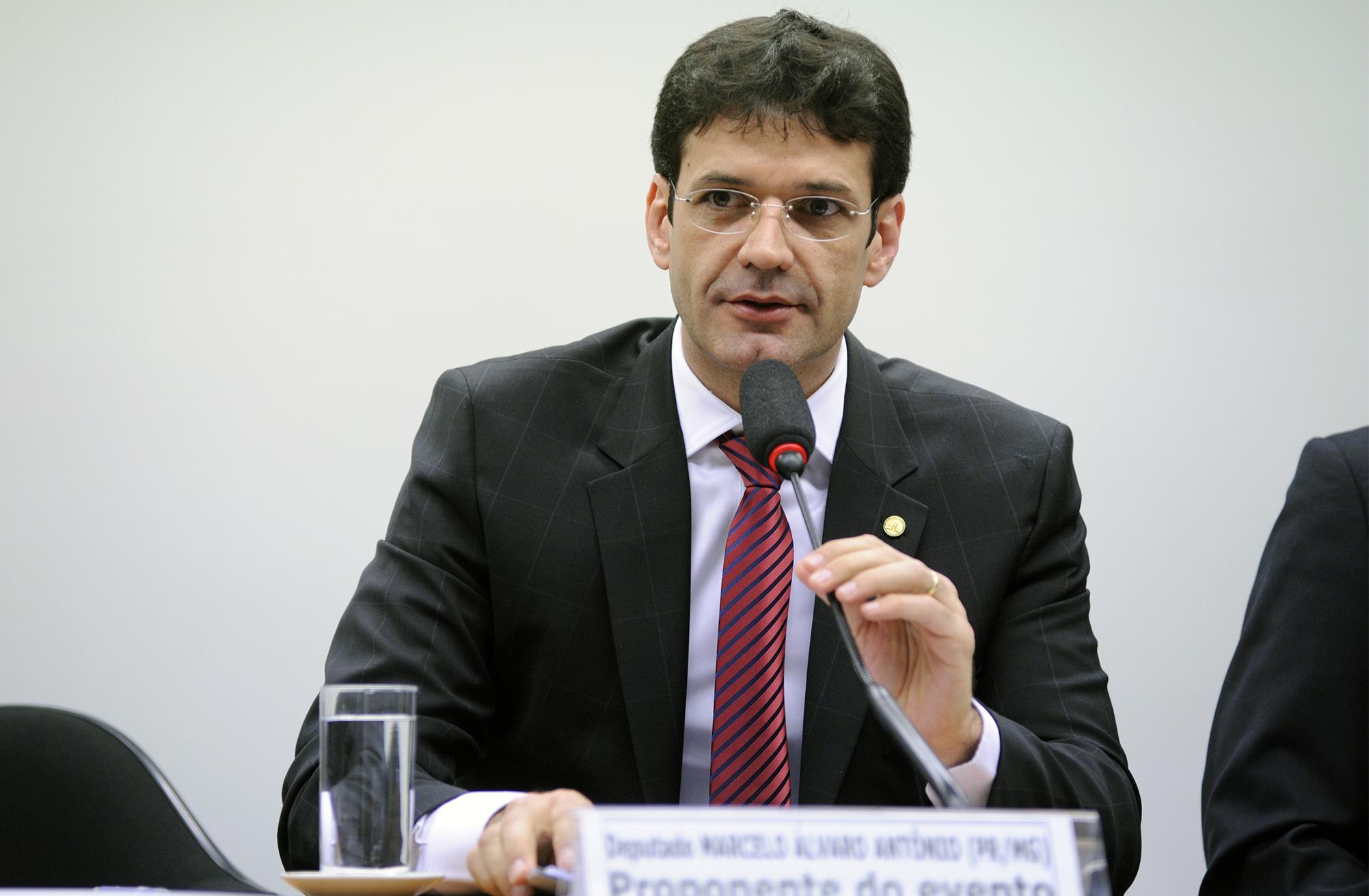 Audiência pública sobre a necessidade de aumento de pena e criação de qualificadoras para o crime de maus tratos aos animais. Dep. Marcelo Álvaro Antonio (PR-MG)
