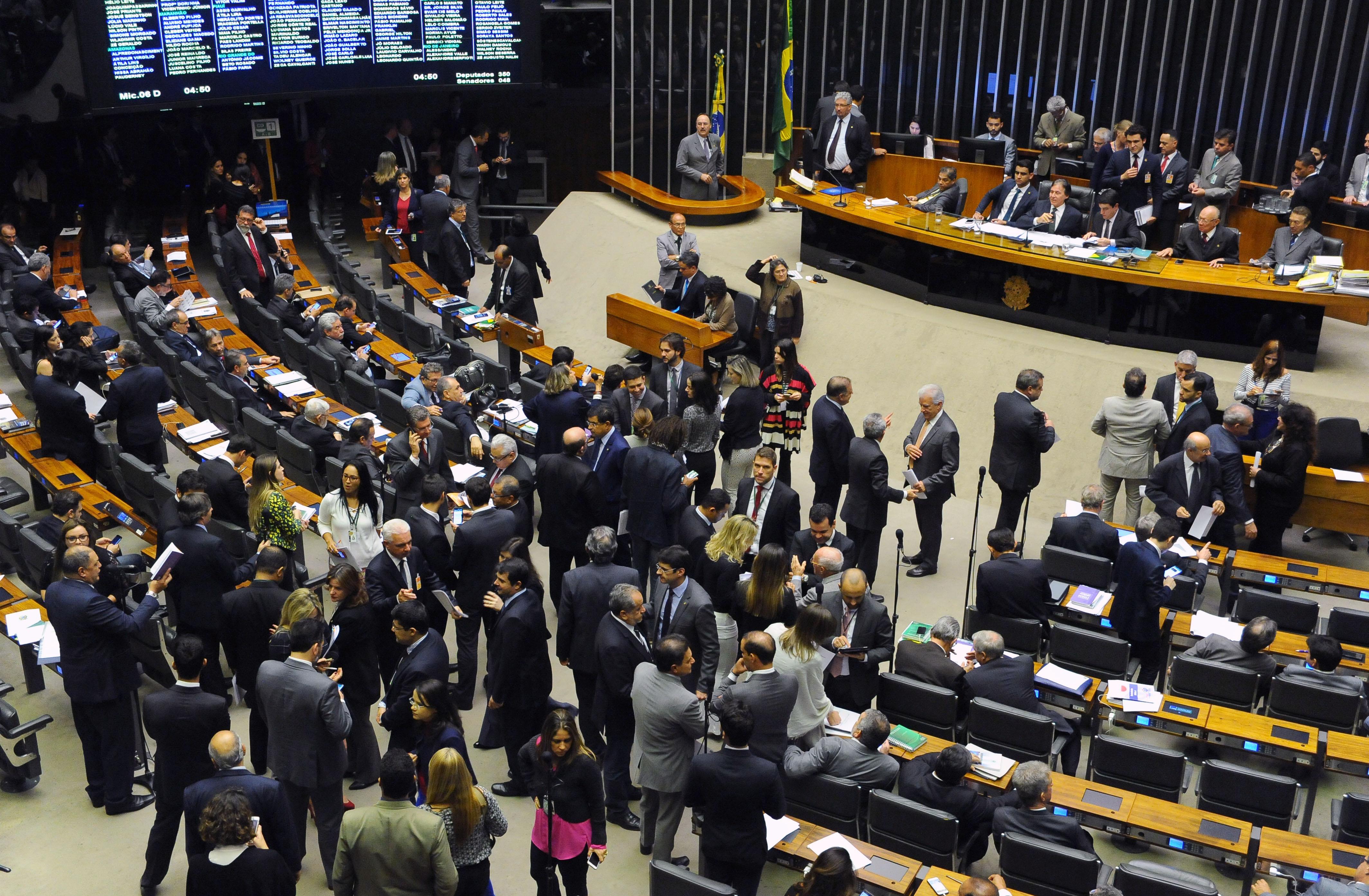 Sessão do Congresso Nacional para votação de vetos presidenciais, que dependem de votação nominal, dos projetos da Lei de Diretrizes Orçamentárias (LDO) de 2018 (PLN 1/18) e de abertura de créditos orçamentários para o serviço de emissão de passaportes pela Polícia Federal
