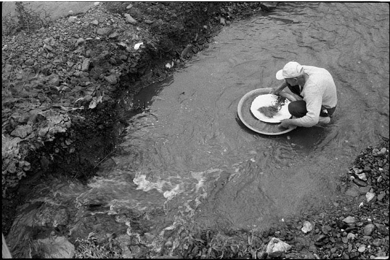 Economia - geral - mineração garimpos garimpeiros ouro minérios devastação contaminação poluição mercúrio