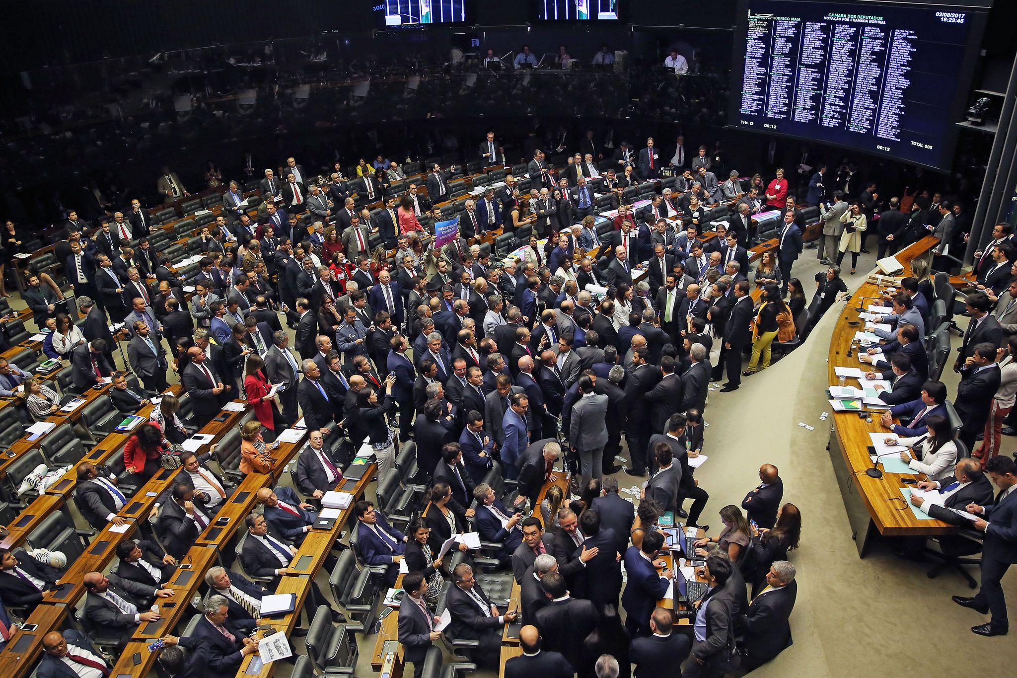 Plenário analisa denúncia contra Michel Temer