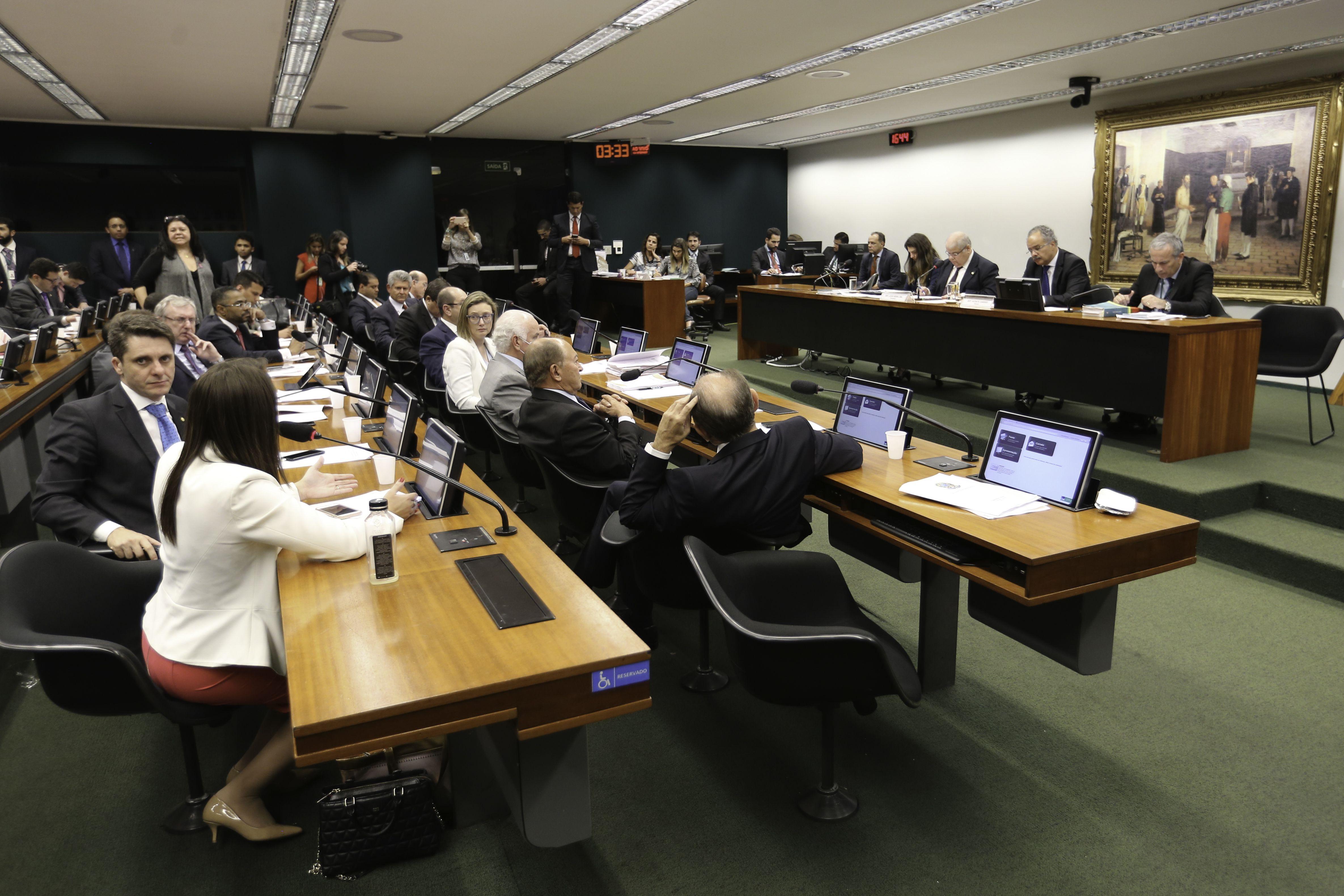 Comissão da Câmara aprova testo-base da reforma política