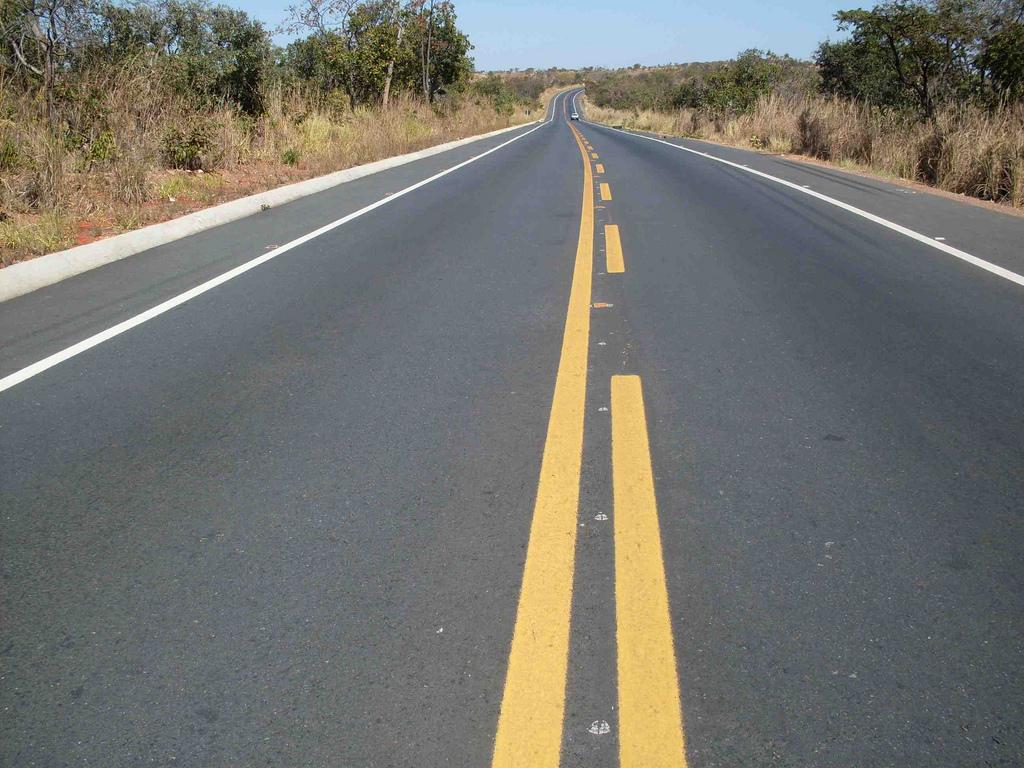 Transporte - estradas e ruas - rodovias asfaltadas mão-dupla BR