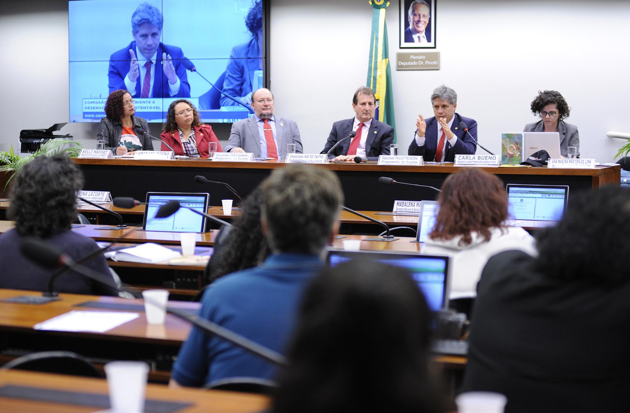 Audiência pública sobre os efeitos dos agrotóxicos no meio ambiente e na saúde