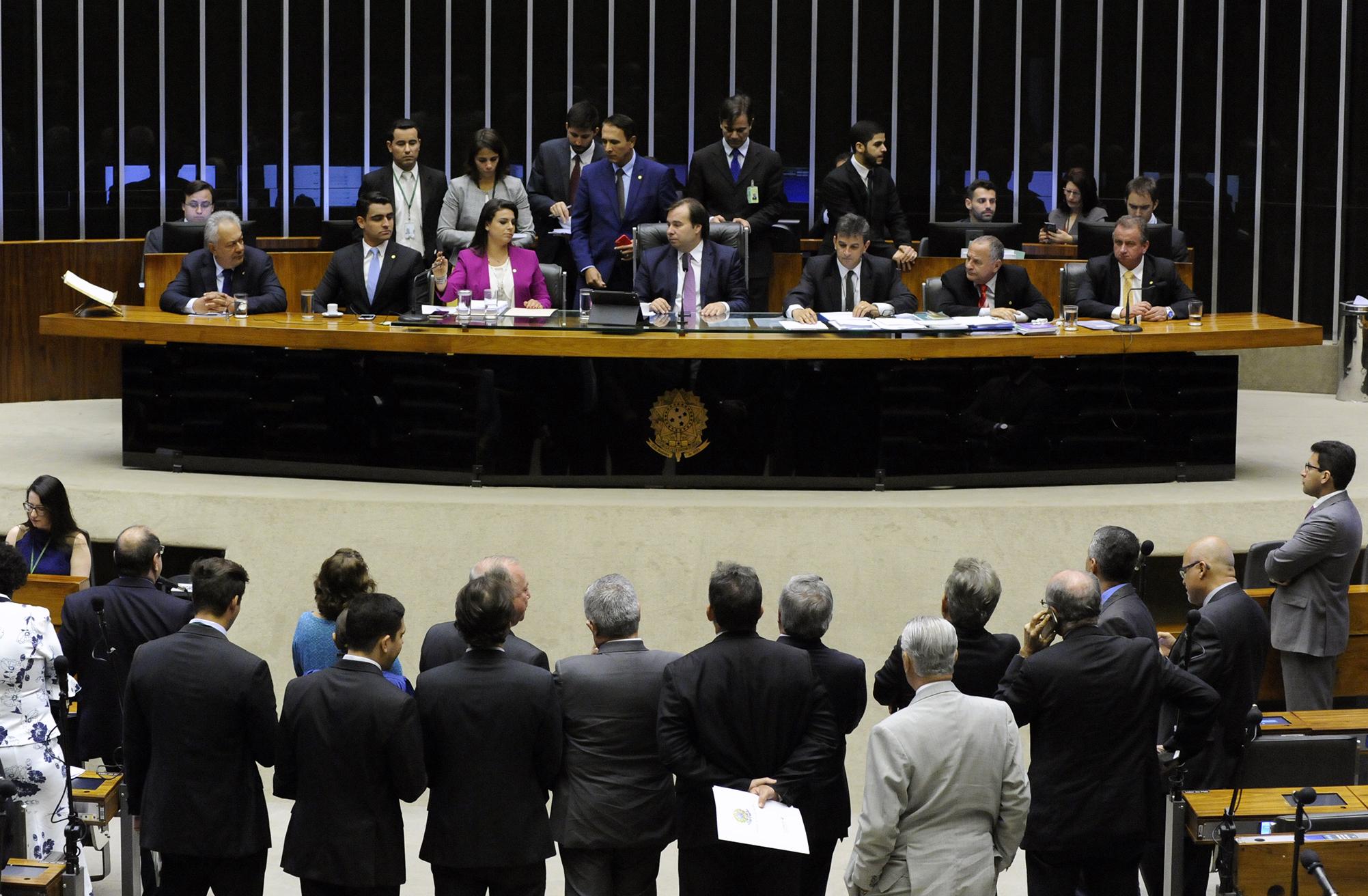 Leitura da denúncia contra o presidente da República, Michel Temer (PMDB). Presidente da Câmara dos Deputados, deputado Rodrigo Maia (DEM-RJ) e Segunda-Secretária da Câmara, deputada Mariana Carvalho (PSDB-RO)