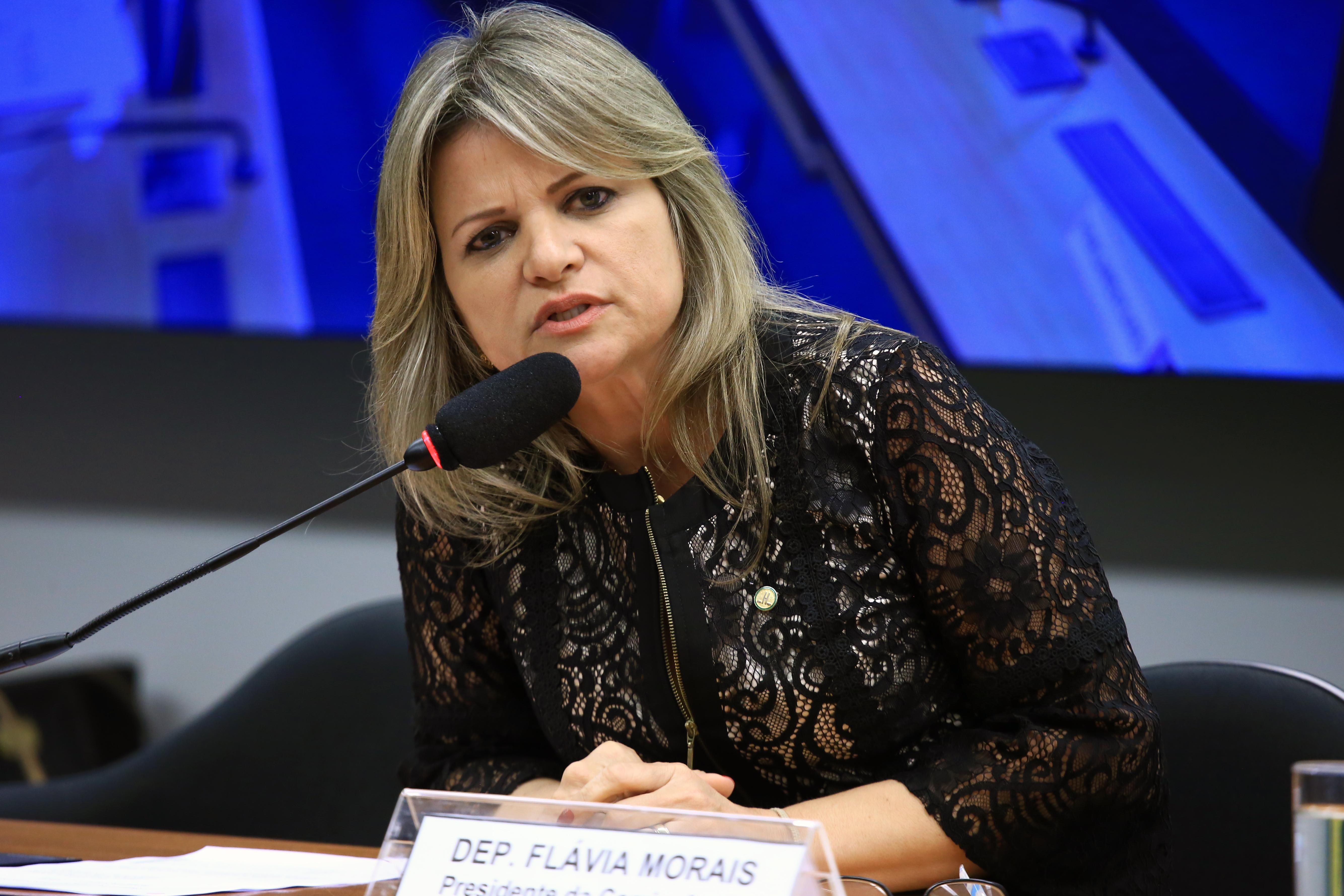 Audiência pública sobre as ações, políticas e programas relacionados com o combate e prevenção ao uso de drogas no país, em especial iniciativas inovadoras. Dep. Flávia Morais (PDT - GO)