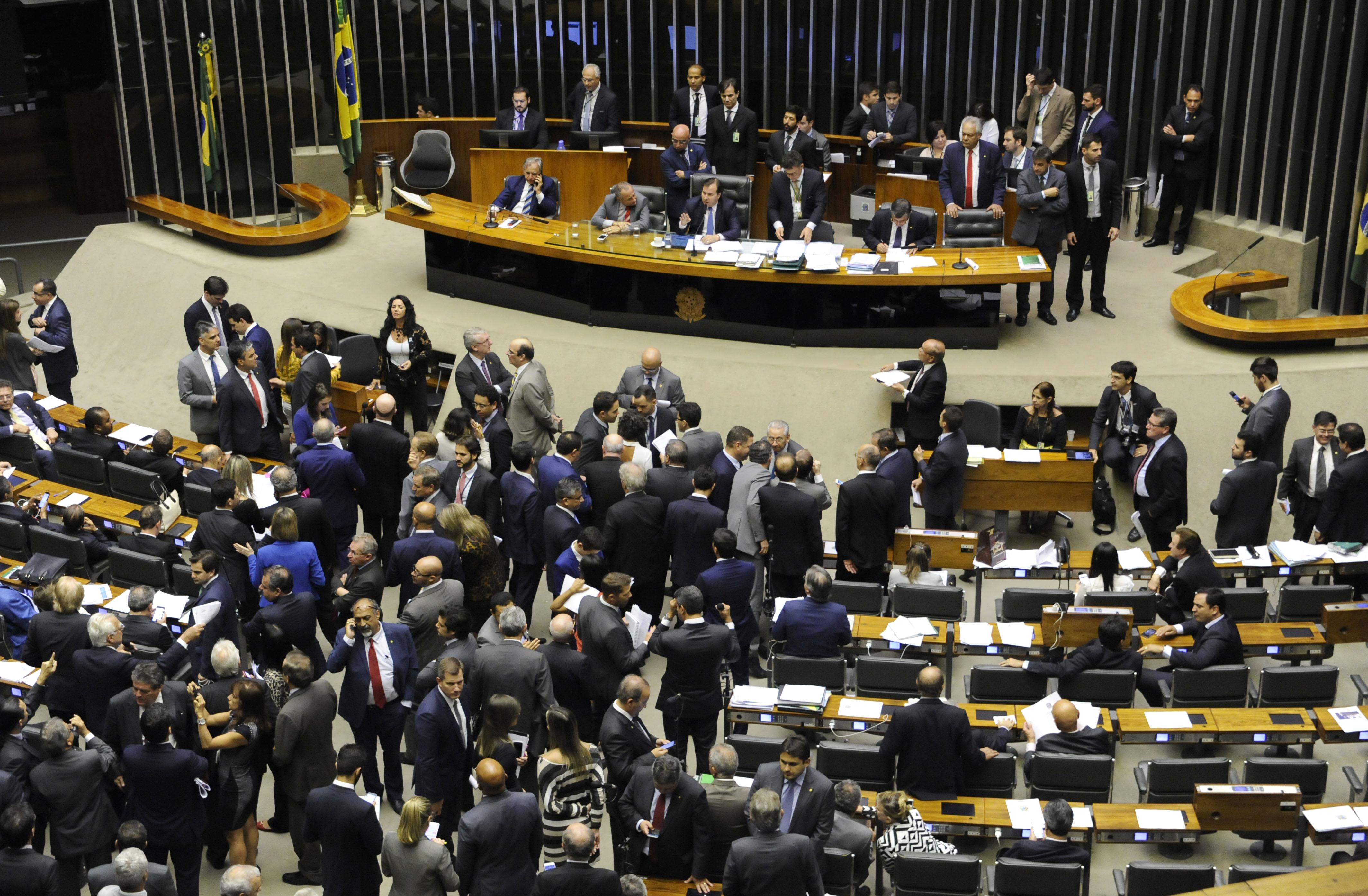 Plenário pode votar PEC que cria cota para mulheres no Legislativo