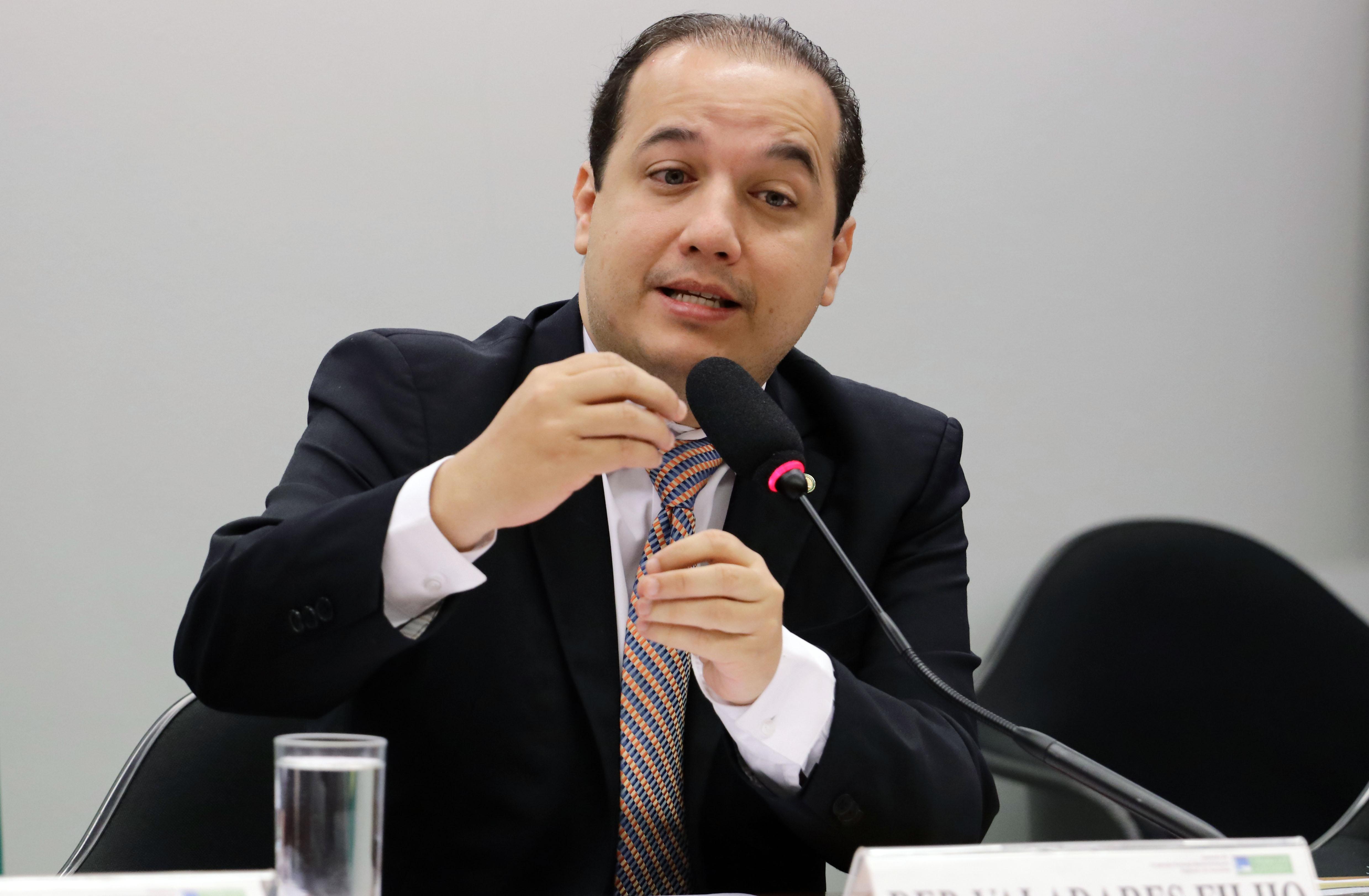 Audiência pública sobre o fechamento de agências bancárias de bancos públicos. Dep. Valadares Filho (PSB - SE)