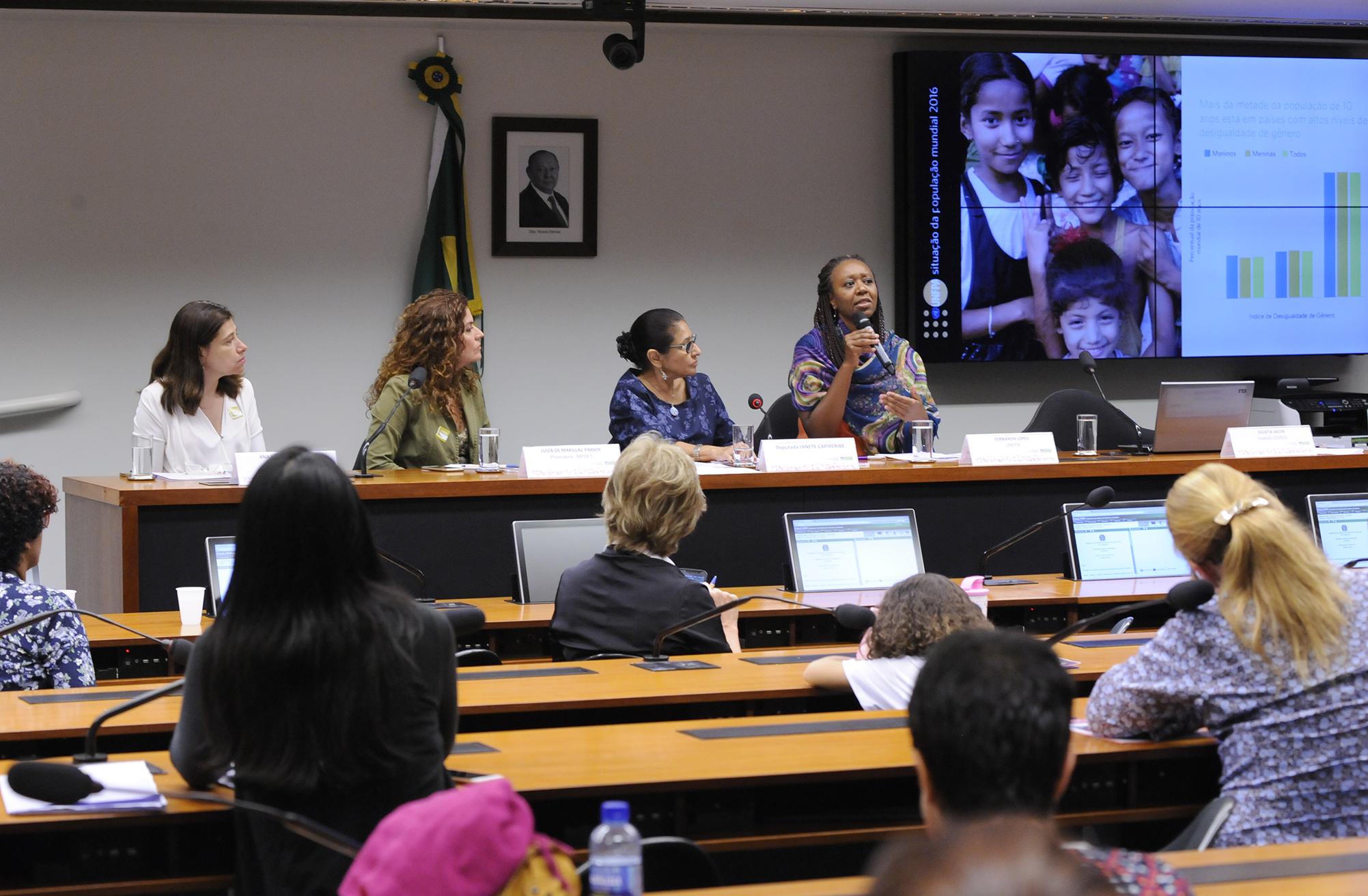 Audiência pública para Proteger as meninas no presente para empoderar as mulheres do futuro
