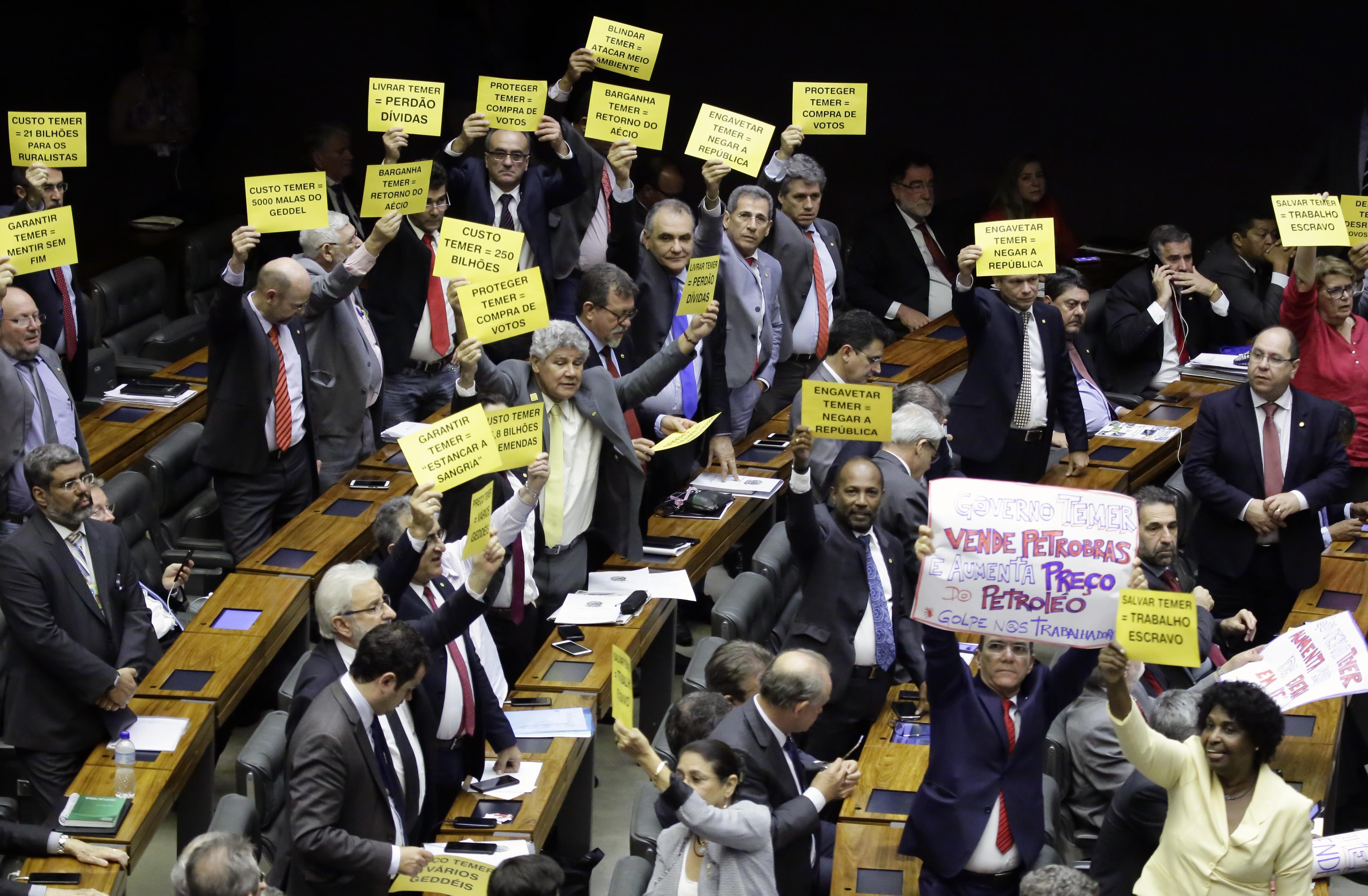 Sessão para analisar denúncia contra Michel Temer e Ministros