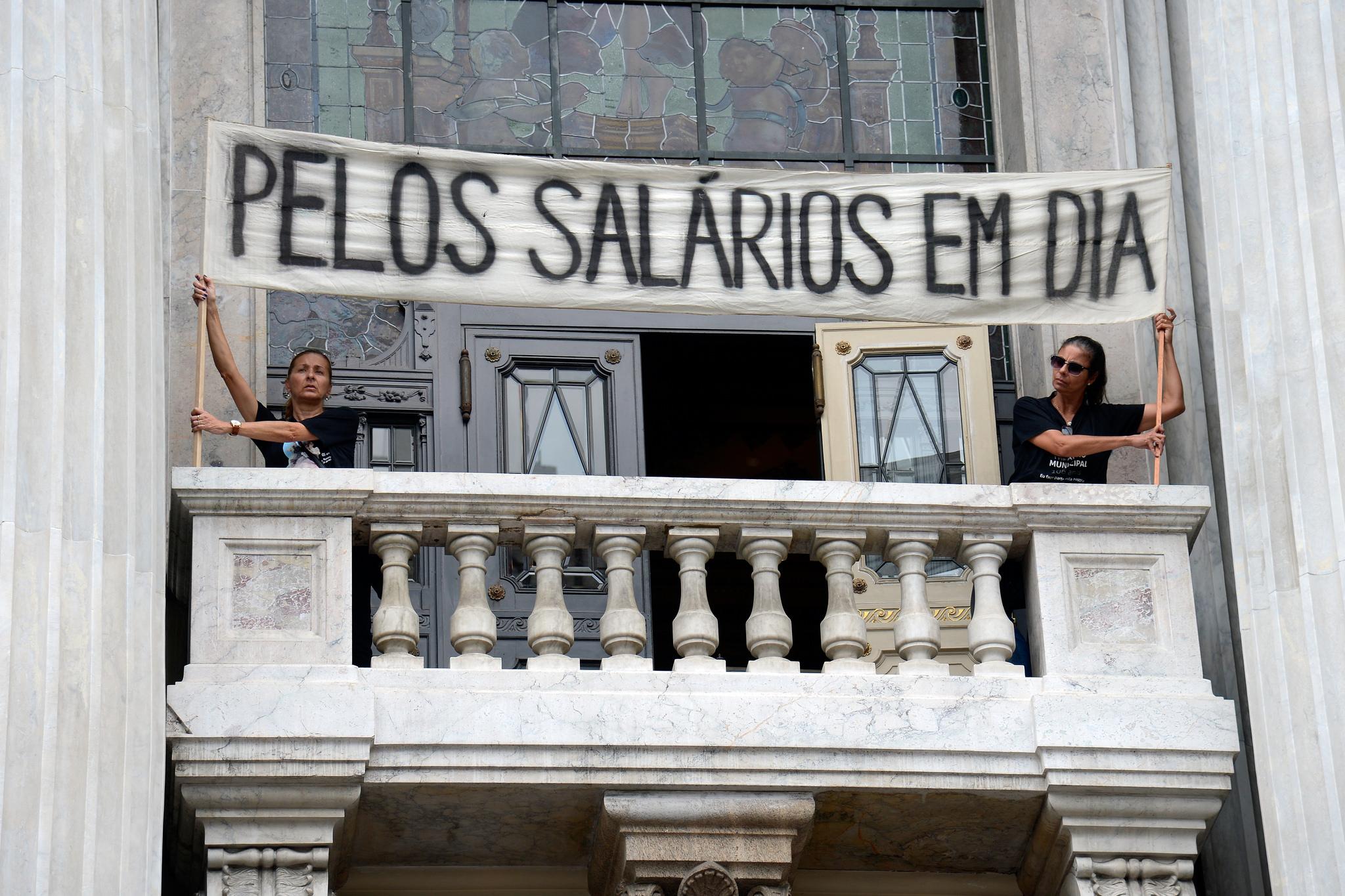 Administração Pública - geral - salários funcionalismo servidores públicos atraso RJ protestos