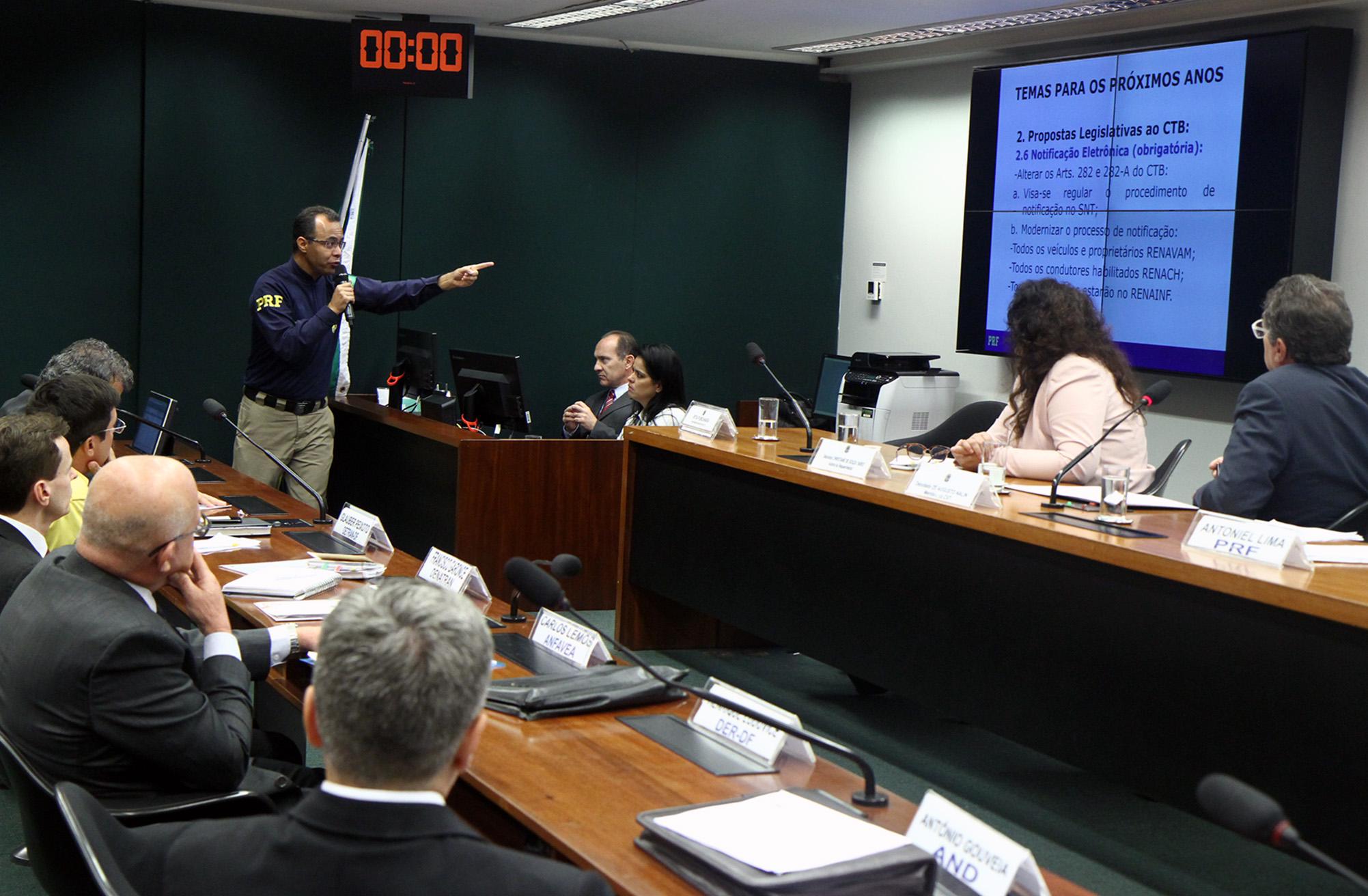 Audiência pública sobre o futuro em segurança viária