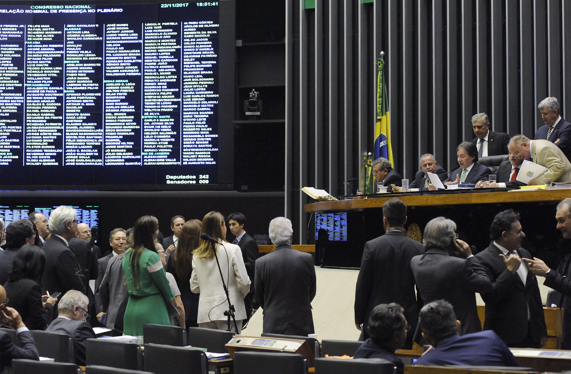 Destinada à deliberação dos Vetos destacados na sessão conjunta do Congresso Nacional realizada em 8 de novembro de 2017 e dos Projetos de Lei do Congresso nºs 13, 15, 22 e 23 de 2017