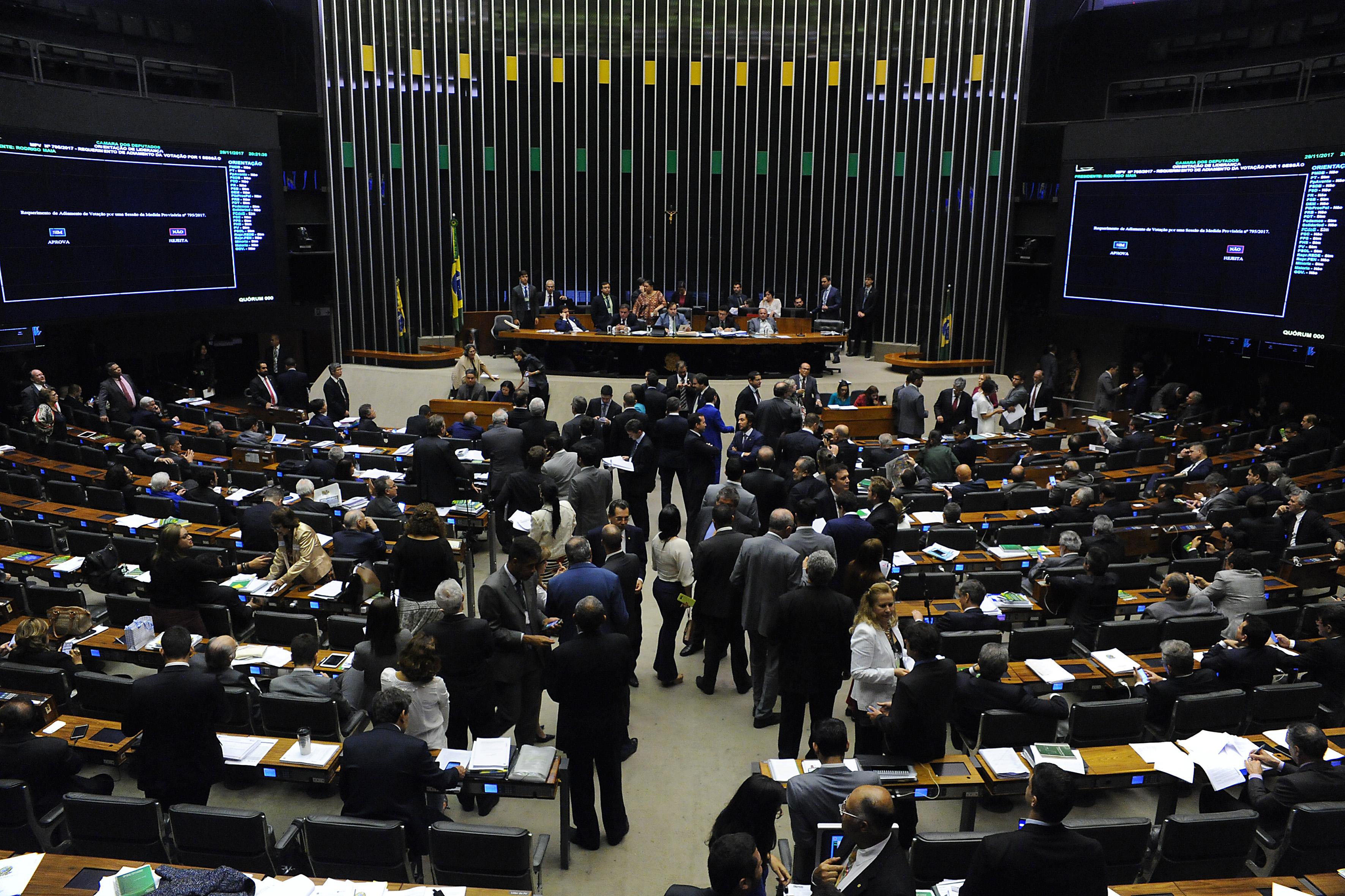 Câmara aprova texto-base de MP que incentiva petrolíferas