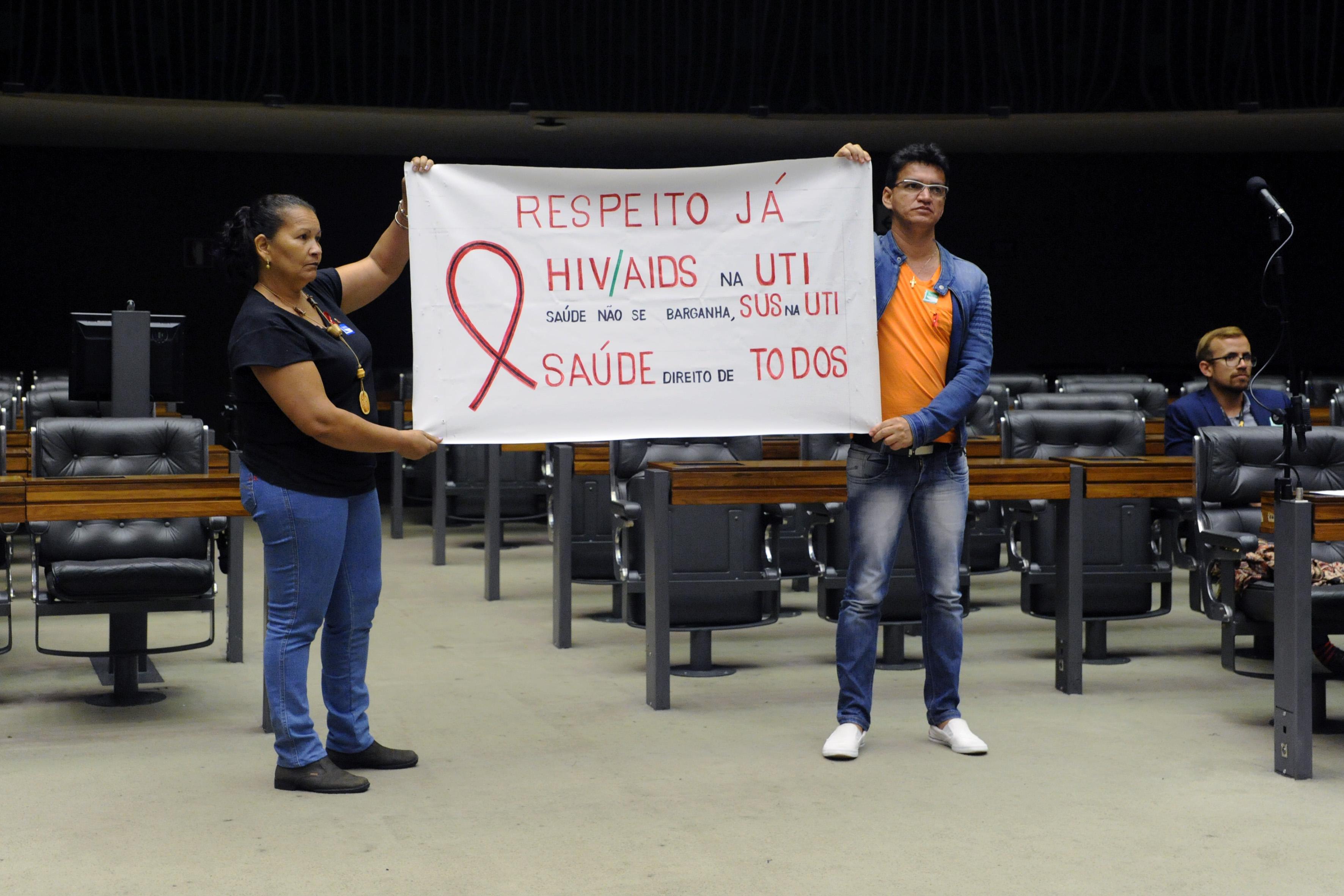 Sessão de homenagem ao Dia Mundial de Luta Contra a Aids