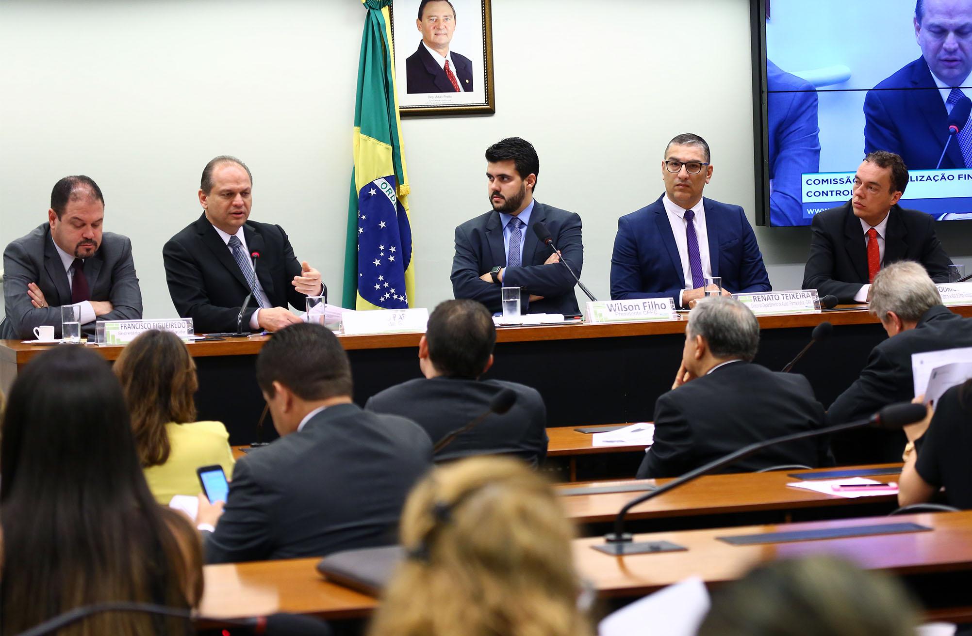 Audiência pública para explicar o processo de escolha de empresa cubana para fabricação de medicamento