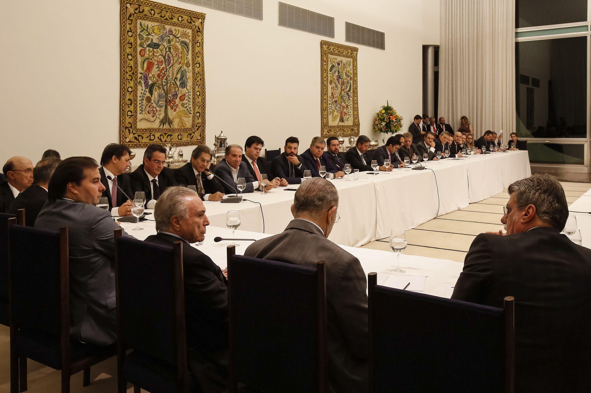 Reunião do presidente Michel Temer com ministros, líderes da base aliada na Câmara e presidentes de partidos (2)