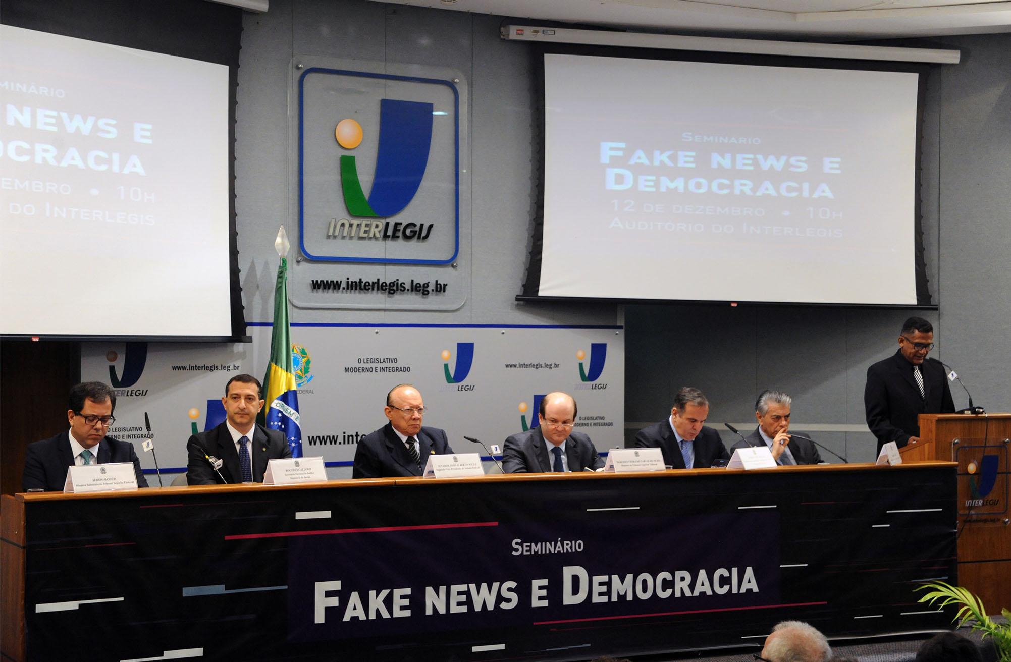 """Debatedores defendem participação do Facebook e do Google no combate às """"fake news"""" nas eleições"""