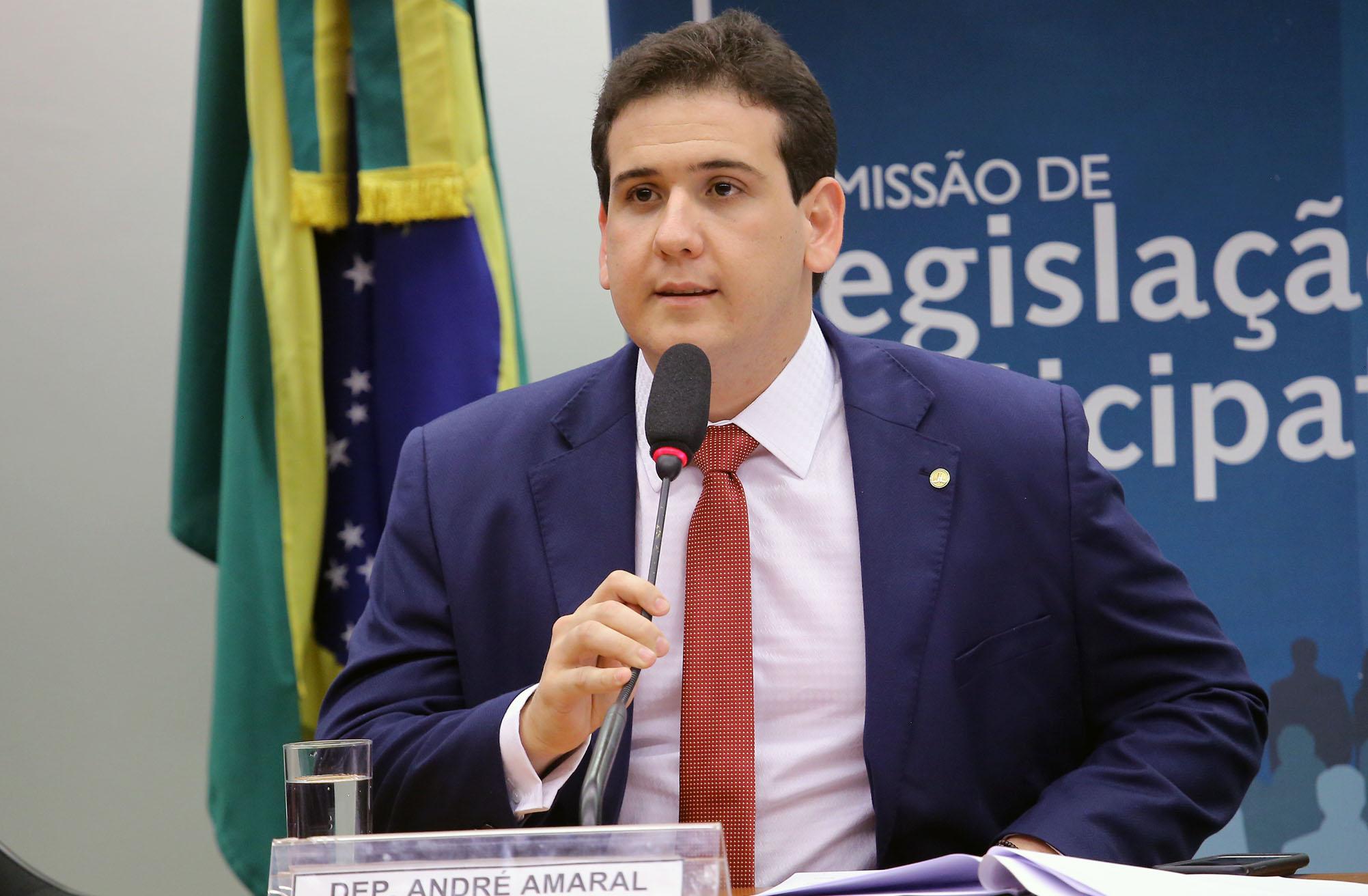 Audiência pública para debater sobre a situação financeira dos Municípios. Dep. André Amaral (PMDB - PB)