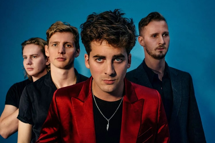 Capa Circa Waves - seis anos do grupo de Liverpool