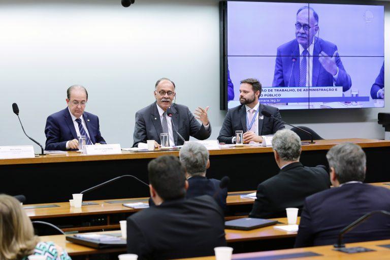 Debatedores criticam possíveis alterações na MP que libera saques no FGTS