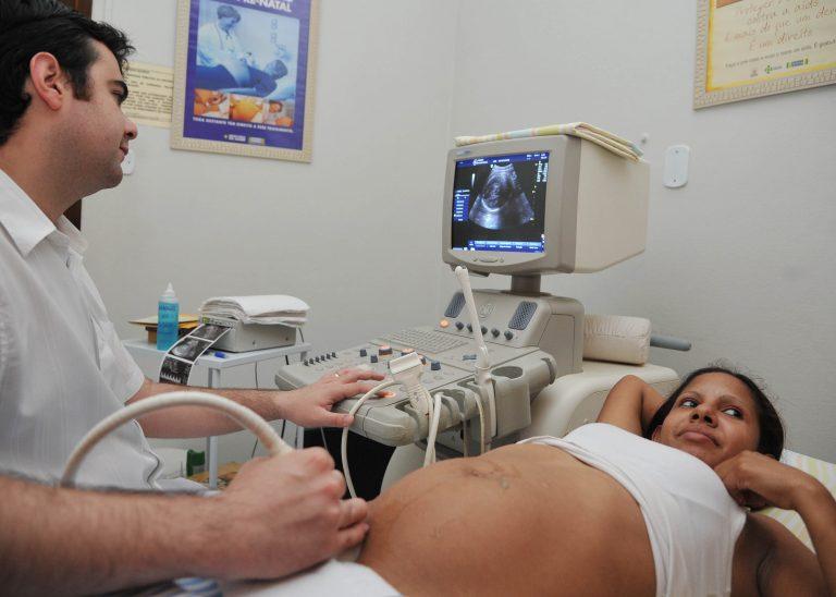 Saúde - hospitais - exames ultrassonografias gravidez gestantes pré-natal médicos