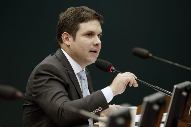 Comissão aprova ampliação de R$ 500 para R$ 998 do valor do saque do FTGS