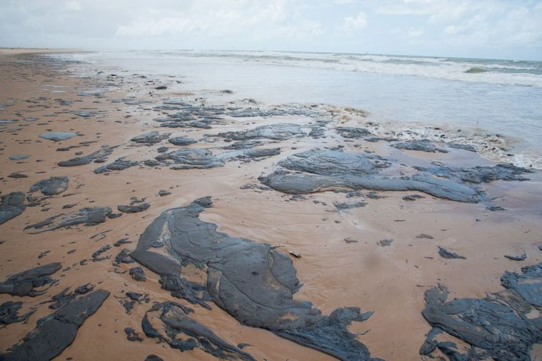 Vazamento de petróleo no litoral do Nordeste