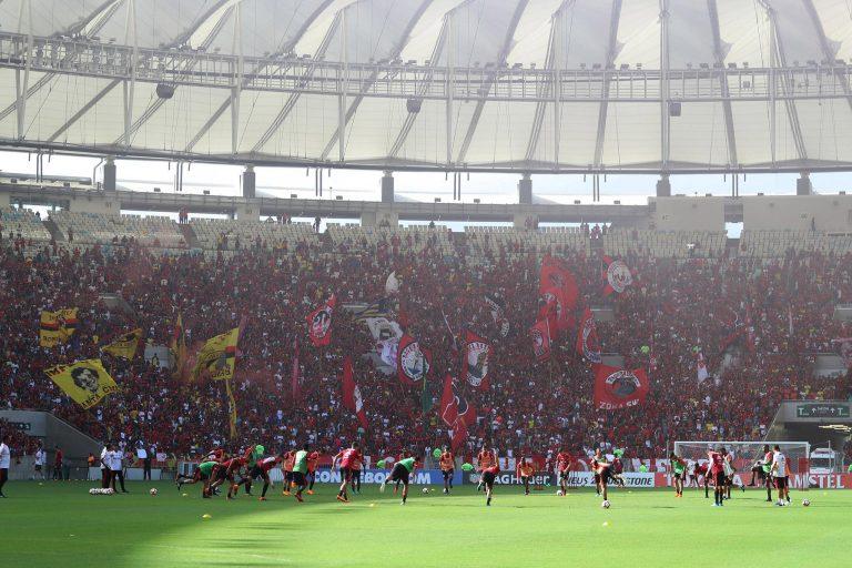 Esporte - futebol - torcidas times campeonatos jogos estádios treinamento aquecimento