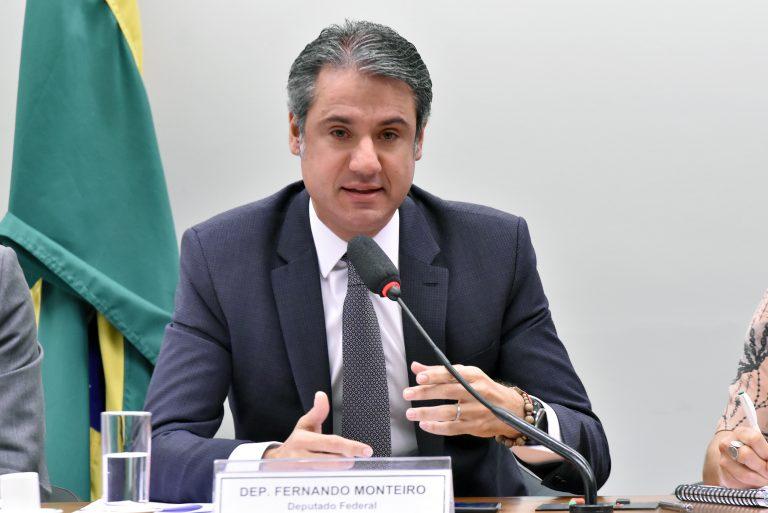 Audiência Pública - Tema: A conexão entre resíduos sólidos, recursos hídricos e o saneamento básico no Brasil. Dep. Fernando Monteiro (PP-PE)