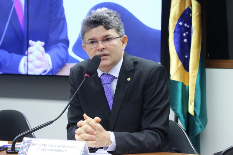"""Audiência Pública - Tema: """"Mudanças pretendidas pela ANEEL na regulação da Resolução 482/2012"""". Dep. José Medeiros (PODE - MT)"""