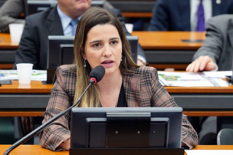 Reunião Ordinária - Pauta: deliberação de proposições. Dep. Clarissa Garotinho (PROS - RJ)
