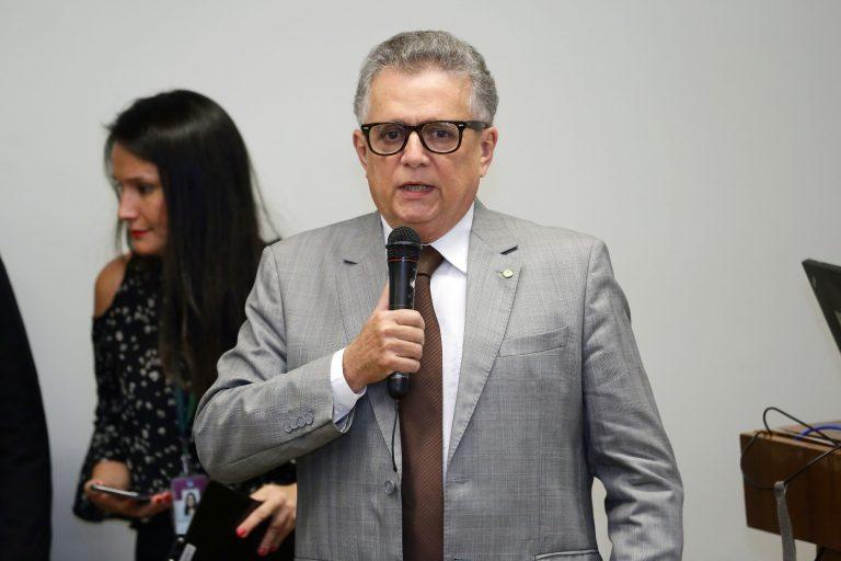 Deputado Flávio Nogueira discursa em evento