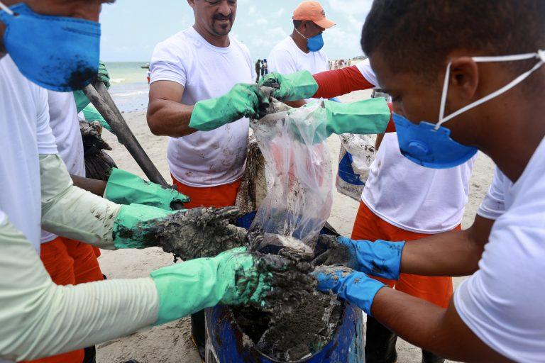Meio Ambiente - geral - oceano vazamento praias nordeste petróleo