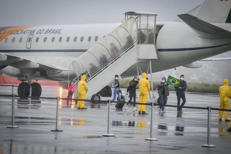Saúde - doenças - coronavírus brasileiros repatriados China voo FAB quarentena (brasileiros chegam ao Brasil)