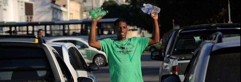 Trabalho - geral - calor aquecimento global verão hidratação trabalho informalidade ambulante vendedor