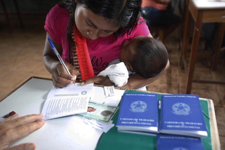 Direitos Humanos - índio - indígenas carteira de trabalho formal empregos maternidade