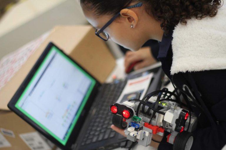 Educação - geral - crianças estudantes alunos ciências tecnologia robótica exatas