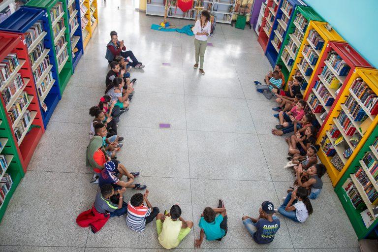 Educação - livros - bibliotecas literatura histórias brincadeiras alunos crianças (Fábrica de Cultura-SP)
