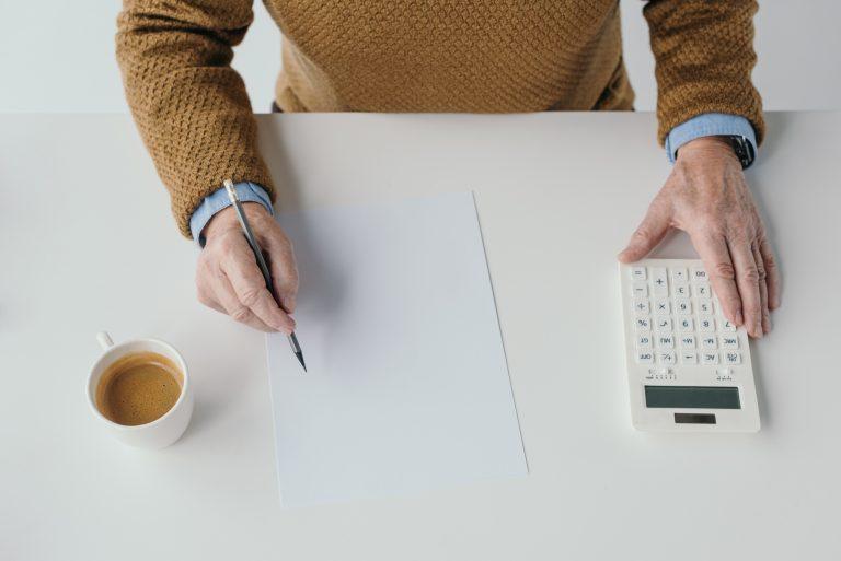 Economia - dinheiro - planejamento financeiro previdência privada orçamento pessoal contas cálculos empreendedorismo